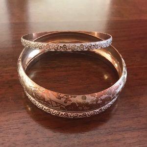 Jewelry - White and gold rose bangle set